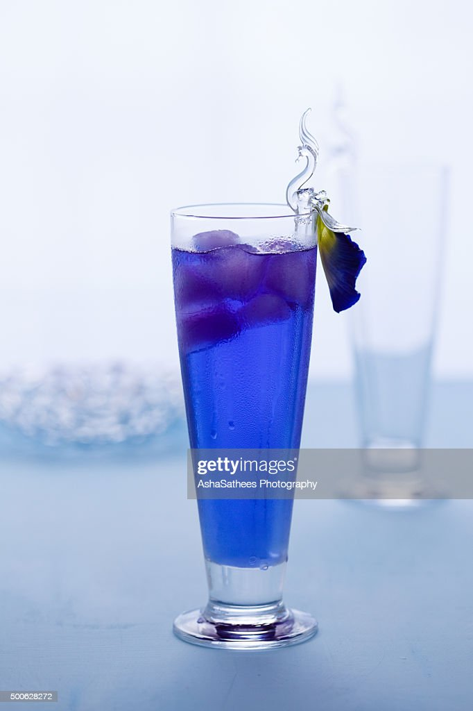 Butterfly pea drink : Stock Photo