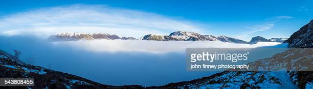 buttermere cloud inversion, lake district - inversion_(meteorology) stock pictures, royalty-free photos & images