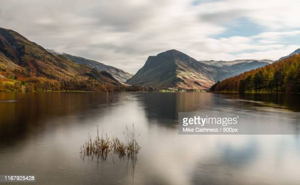 buttermere reflections - mike caithness stock pictures, royalty-free photos & images