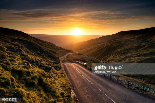 buttertubs pass - mountain road stock pictures, royalty-free photos & images