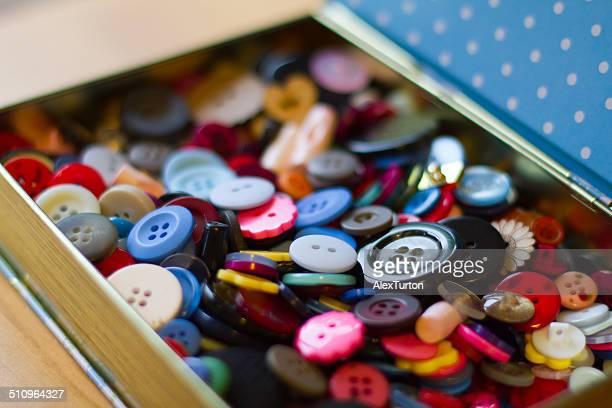 buttons in a box - botón mercería fotografías e imágenes de stock