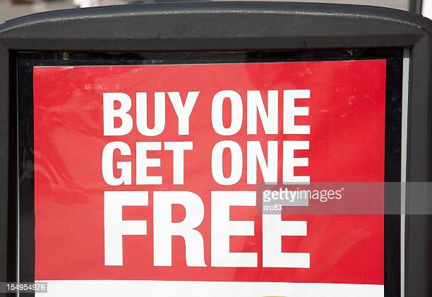 buy and get one free advertising sign - enkel object stockfoto's en -beelden