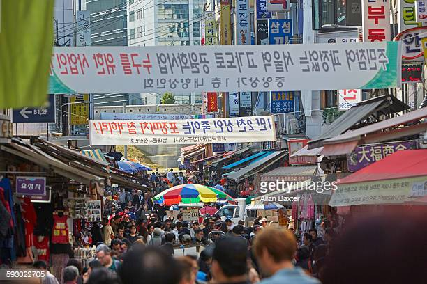 Buyers and sellers in Namdaemun market