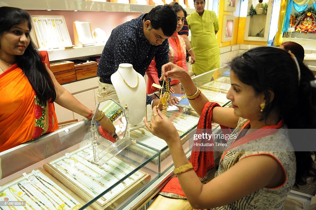 buyers purchasing jewellery on the occasion of dhanteras on october