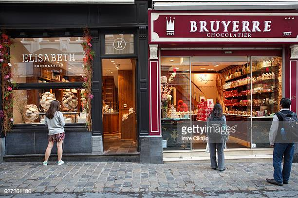 buying a chocolate - chocolate shop stock pictures, royalty-free photos & images