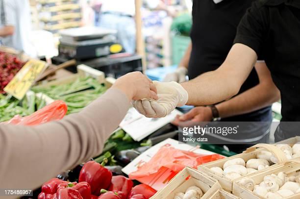 Kaufen frisches Gemüse