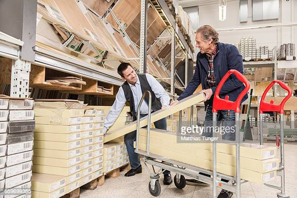 Buying laminate floor in a hardware store