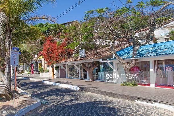 buzios main street, la rua das pedras - rua fotografías e imágenes de stock