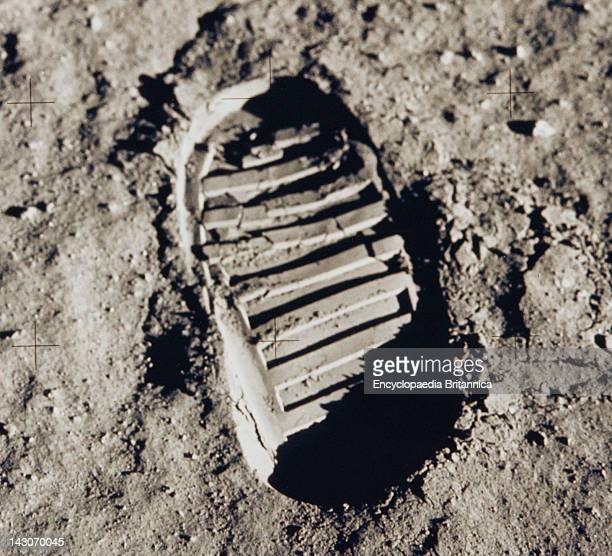 Buzz Aldrin'S Footprint Cohesiveness Of Lunar Soil Demonstrated Qualitatively In A Crisply Defined Boot Print Left On The Moon By US Astronaut Buzz...