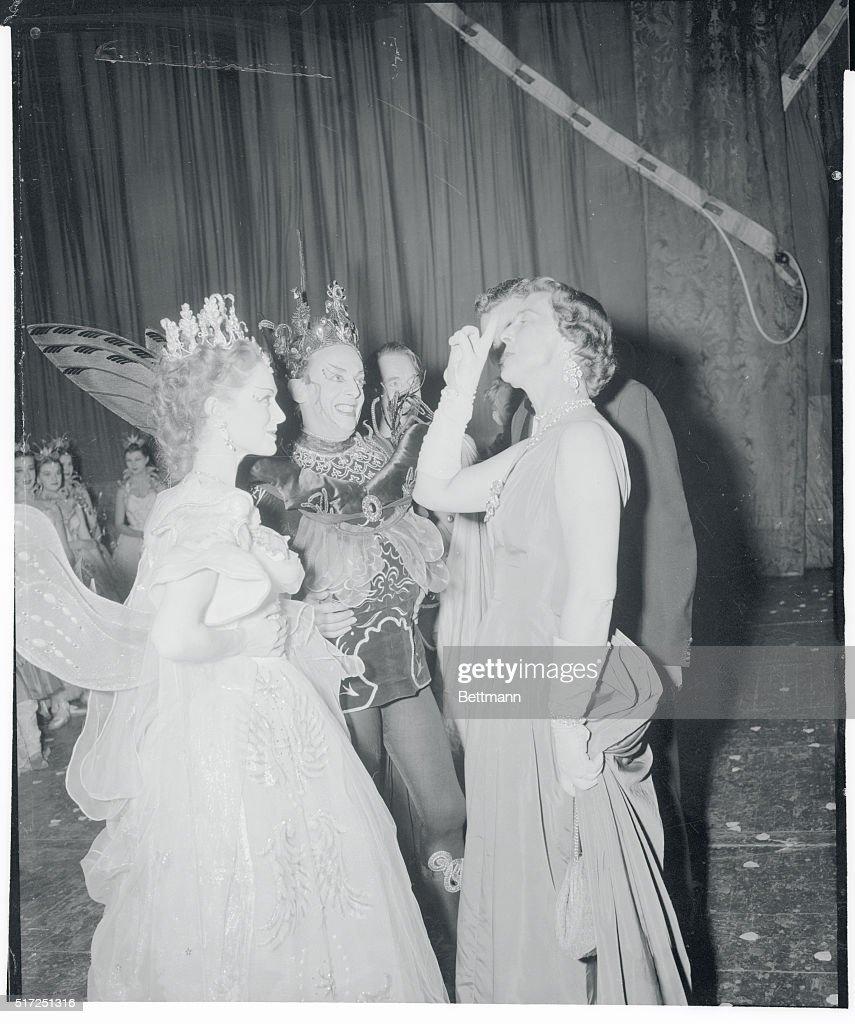 Duches of Kent with Moira Shearer and Robert Helpmann : News Photo