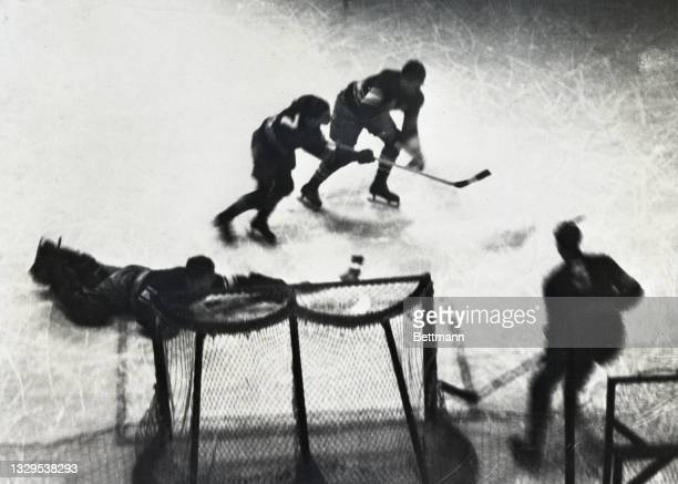 By defeating the Montreal Maroons by a score of 3-2, the Chicago Blackhawks entered the final round of the Stanley Cup series to be played against...