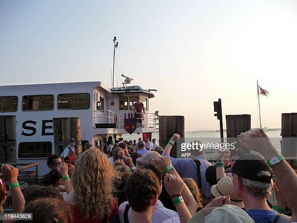 By Mariano Andrade, US-art-theater A member of the New York Classical Theatre Company stands on the bridge of a ferry at Battery Park in New York on...