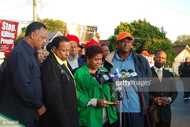 STORY by Mira Oberman USracepoliticscrimejustice Rose Braxton is flanked by Ceasefire�s Bob Jackson and civil rights leader Jesse Jackson at a...