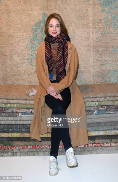 SHOWROOM by Nyhues Jan Kath Nicole und André Nyhues Gäste Sandra von Ruffin Schauspielerin ist die Tochter der Sängerin Vicky Leandros und deren...