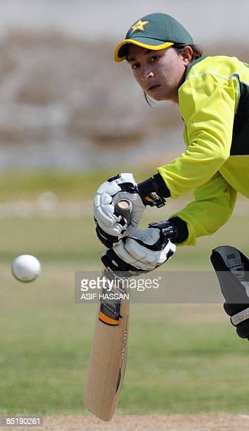 STORY 'CRICKETPAKWC2009WOMENFEATURE' by Shahid Hashmi This picture taken on February 27 2009 shows Pakistani women's cricketer Nahida Khan playing a...