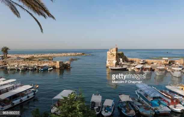 byblos harbour and ruins, jbeil, lebanon - líbano fotografías e imágenes de stock