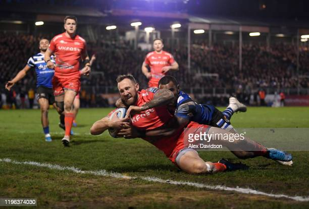 Byron McGuigan of Sale Sharks beats Semesa Rokoduguni of Bath Rugby to score his sides second try during the Gallagher Premiership Rugby match...