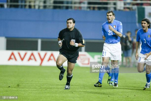 Byron Moreno referee and Christian Vieri and Paolo Maldini of Italy during the World Cup round 16 match between South Korea and Italy at the Daejeon...