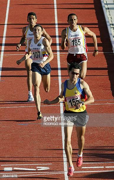 Byron Piedra de Ecuador cruza la meta para conquistar la medalla de Oro en 1500 mts planos, escoltado por Jhon Chavez de Colombia y Jose Herrera de...