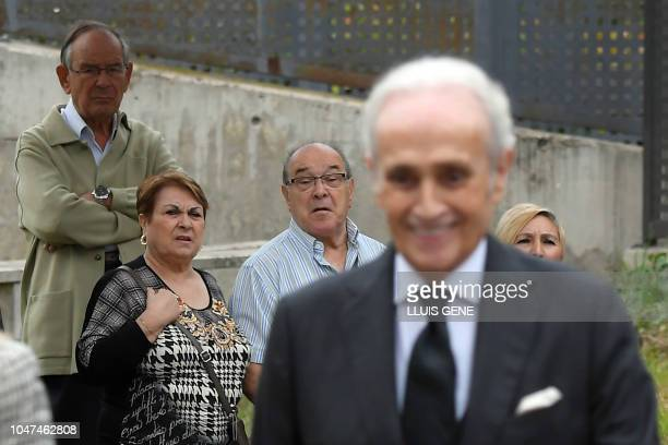 Bystanders look at Spanish tenor Jose Carreras arriving to attend the funerals for Spanish opera singer Montserrat Caballe in Barcelona on October 8...