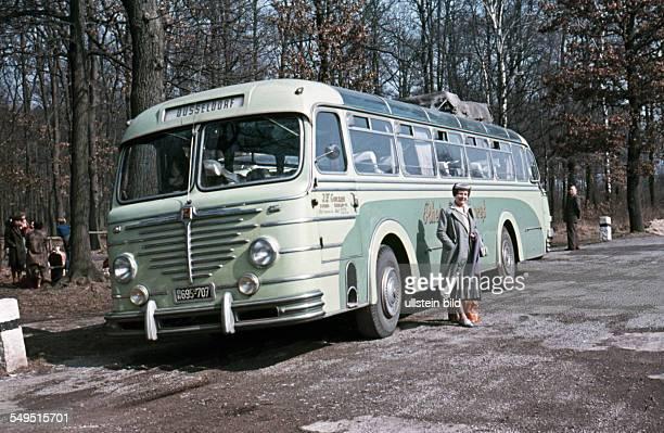 GER ca 1958 Autobahnraststaette Busfahrt nach Duesseldorf