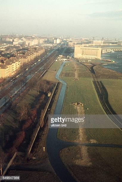 GER ca 1958 Berlin / Luftaufnahme Tempelhofer Damm Flughafen Tempelhof