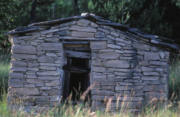 Cabane en pierres sèches en Provence Pictures | Getty Images