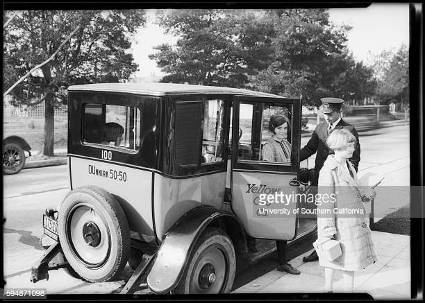 A cabbie assists fares getting out of his cab dw19266102565a~02