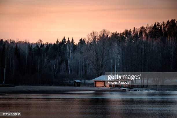 cabin by the lakeside - estonia fotografías e imágenes de stock
