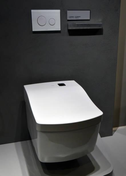 Cabinet De Toilette High Tech La Marque Toto Dessiné Pour Les Pays Européens