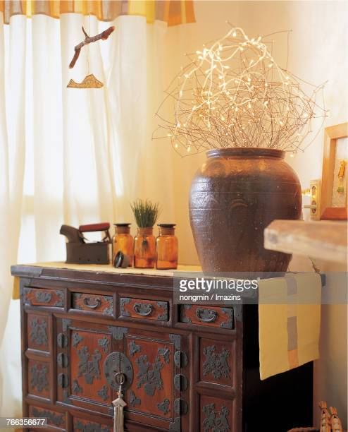 Cabinet inlaid with mother-of-pearl (Korean traditional style interior)