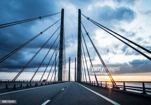 cable bridge at sunset - regione dell'oresund foto e immagini stock