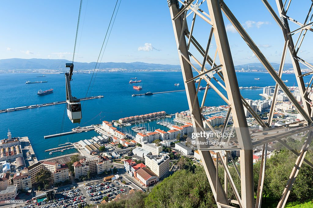 Cable car approaching Rock of Gibraltar : Foto de stock