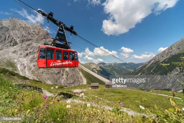 seilbahn in österreichische alpen - vorarlberg stock-fotos und bilder