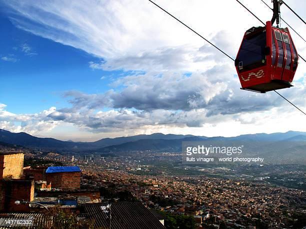 cable car in medellín - medellin colombia fotografías e imágenes de stock