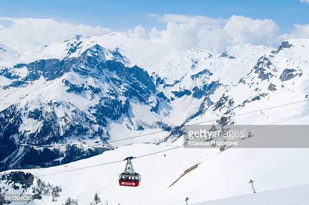 cable car in swiss alps - crans montana - fotografias e filmes do acervo
