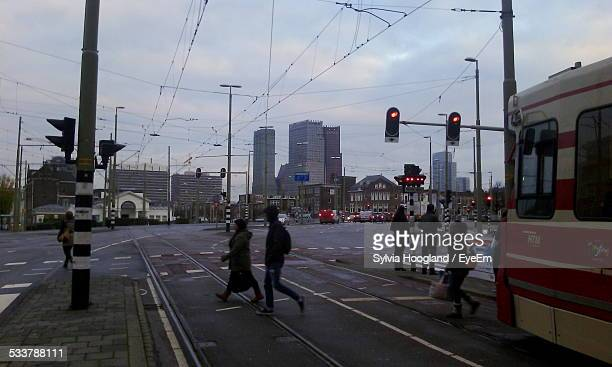 cable car waiting at red light - road signal stock pictures, royalty-free photos & images
