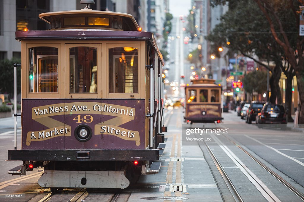 Cable cars on city street, San Francisco, California, USA : Foto stock