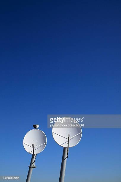 cable tv satellite dishes - plusphoto stock pictures, royalty-free photos & images