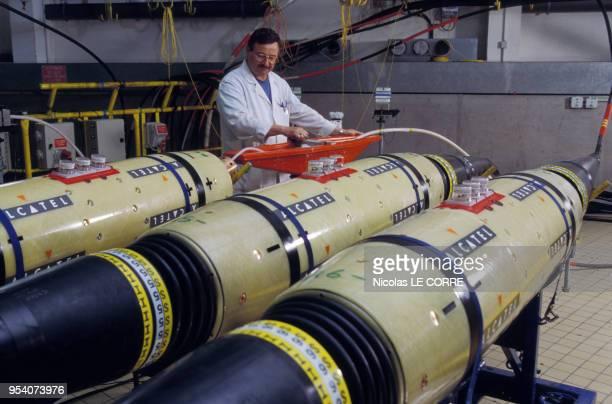 Cables téléphoniques sousmarins dans une usine Alcatel le 7 juin 1996 à Calais en France