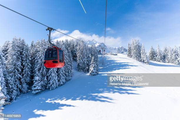 cableway going up to mount pilatus, switzerland - overhead cable car stock pictures, royalty-free photos & images