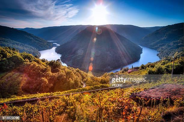 cabo do mundo, miño river - galicia fotografías e imágenes de stock