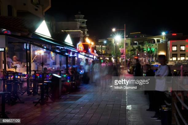 cabo san lucas nightlife - halbinsel niederkalifornien stock-fotos und bilder