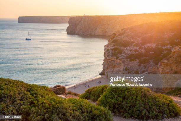 cabo sao vicente at sunset, bay and beach. algarve, portugal - iacomino portugal foto e immagini stock