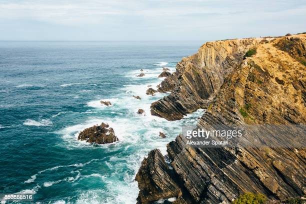 cabo sardao cliffs and atlantic ocean, alentejo, portugal - paisaje espectacular fotografías e imágenes de stock