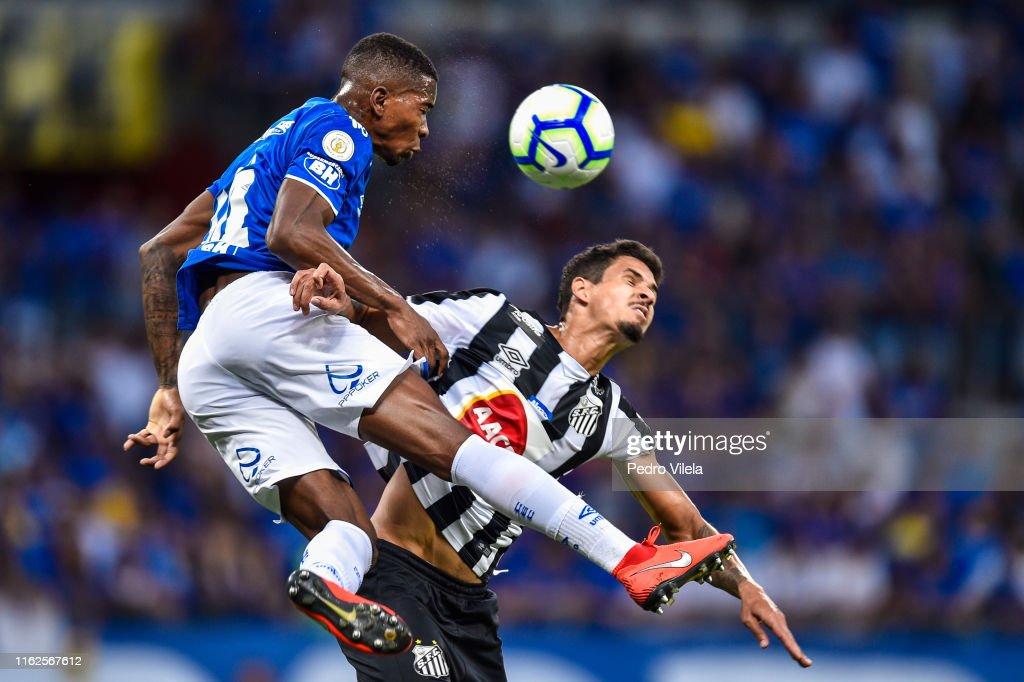 Cruzeiro v Santos - Brasileirao Series A 2019 : ニュース写真