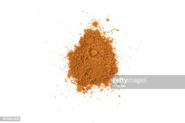 cacao powder isolated - canelo fotografías e imágenes de stock