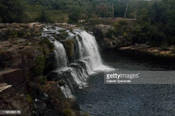 cachoeira grande, serra do cipó - agua descendente fotografías e imágenes de stock