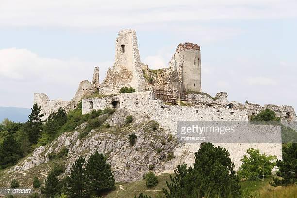 スロバキア cachtice 城 - スロバキア ストックフォトと画像