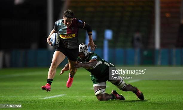 Cadan Murley of Harlequins breaks past Chunya Munga of London Irish on the way to scoring his sides 6th try during the Gallagher Premiership Rugby...